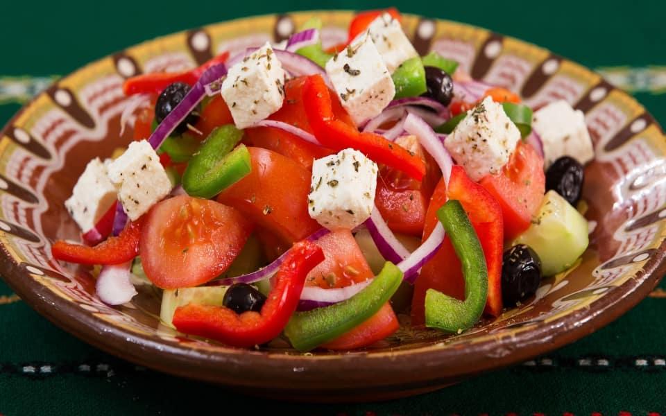 Crepes de vegetales en salsa de queso